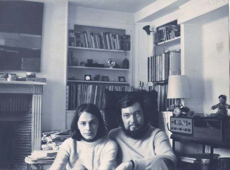 Cortazar-y-Cris-perqueña-Paris-1973-foto-Julio-Cortázar
