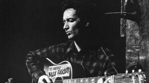 Woody Guthrie y su guitarra