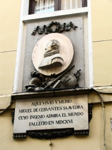 Placa conmemorativa a Miguel de Cervantes en el Barrio de las Letras